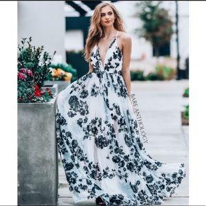 Dresses & Skirts - Tule velvet maxi dress